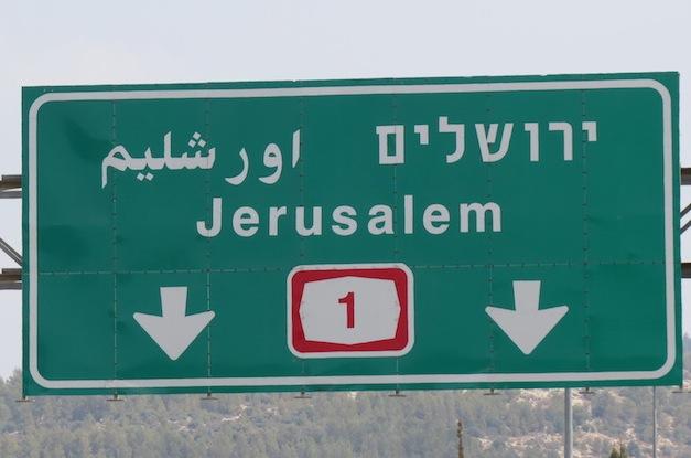 An Israeli roadsign that omits Jerusalem's Arabic name ('Al-Quds'), instead using the Hebracized Urshalim.