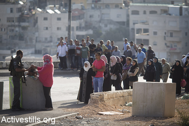 Israeli border policemen stop and check Palestinians going out of the East Jerusalem neighbourhood of Issawiya, on October 15, 2015. Israel set up checkpoints in the Palestinian neighbourhoods of east Jerusalem and mobilised hundreds of soldiers as a collective punishment after recent attacks by Palestinians. (Activestills.org)