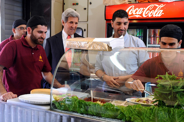 U.S. Secretary of State John Kerry orders a shawarma sandwich in Ramallah, May 23, 2013. (State Dept. photo)