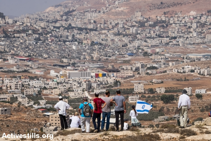 Israeli settlers attempt to establish a new outpost in response to the killing of two settlers the night before, near the settlement of Itamar, West Bank, October 2, 2015. (photo: Yotam Ronen/Activestills.org)