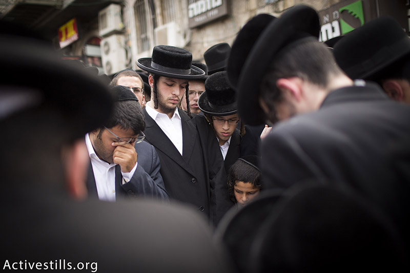 Thousands of ultra-Orthodox Jews gather in Jerusalem's Beit Israel neighborhood to mourn Hassidic Rabbi Yeshayahu Krishevsky, who was run over and stabbed to death by a Palestinian attacker, West Jerusalem, October 13, 2015. (photo: Activestills.org) | Click here for more background on the violence engulfing Jerusalem.