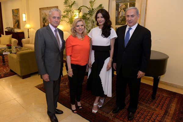 Prime Minister Benjamin Netanyahu and his wife Sarah pose for a photo with actors Michael Douglas and Catherine Zeta Jones, June 18, 2015. (Haim Zach/GPO) When is the last time the prime minister met with an Israeli human rights organization?
