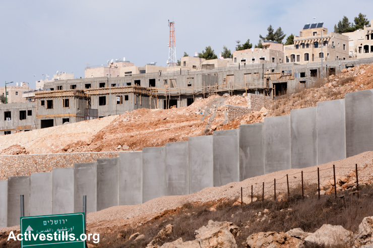 Construction continues on the West Bank Israeli settlement Har Gilo and the separation wall, Nov. 13, 2010. (Activestills.org)