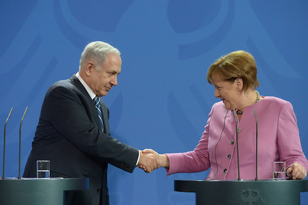 Prime Minister Benjamin Netanyahu and German Chancellor Merkel at a joint press conference in Berlin, February 16, 2016. (Amos Ben Gershom/GPO)