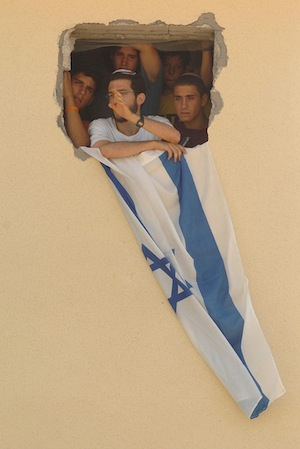 A group of Israeli settlers refuses to evacuate the Gaza settlement of Bedolach, August 17, 2005. (photo courtesy of the Israeli Defense Forces)
