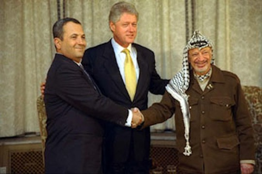 Ehud Barak, President Bill Clinton and Palestinian leader Yasser Arafat meet in 1999. (photo: Sharon Farmer)