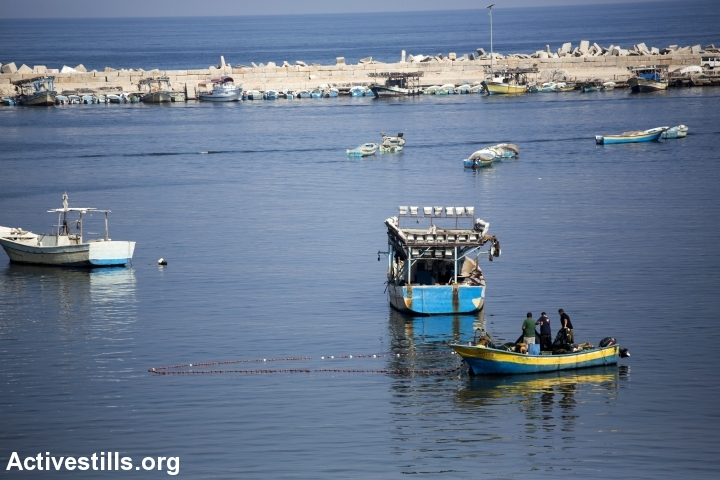 Palestinian fishermen venture into Gaza Port following the start of an official ceasefire, Gaza City, August 1, 2014. (photo: Anne Paq/Activestills.org)