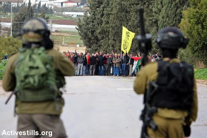 Palestinians protest against the Israeli military's closure of ‪‎Qabatiya‬, near Jenin, February 6, 2016. (photo: Ahmad al-Bazz/Activestills.org)