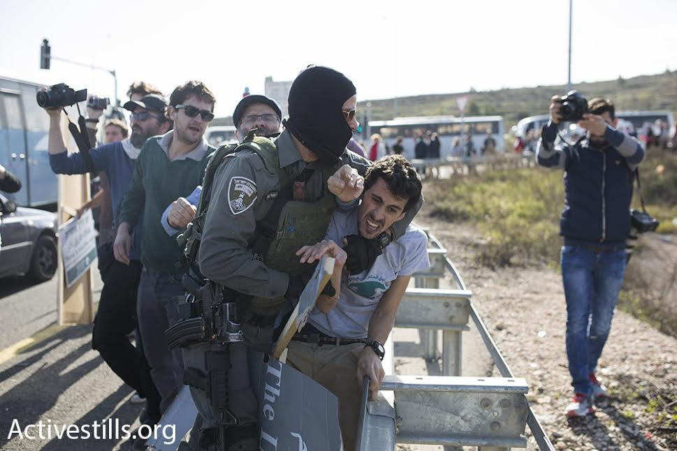 Israeli Border Police officers violently arrest two of the protests' Israeli organizers, February 5, 2016. (photo: Oren Ziv/Activestills.org)