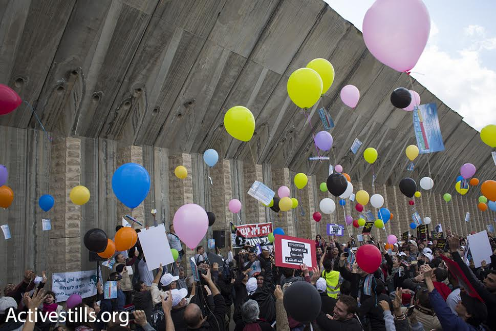 Palestinian and Israeli demonstrators release hundreds of balloons marking International Women's Day during a protest march against the occupation, Beit Jala, West Bank, March 4, 2016. (photo: Oren Ziv/Activestills.org)