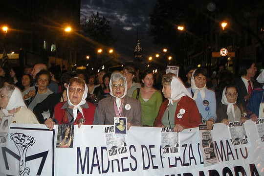 "Mothers of the Plaza de Mayo, whose children were ""disappeared"" during the Dirty War of the military dictatorship, between 1976 and 1983, protest in 2006. (photo: Roblespepe/CC BA-SA 3.0)"