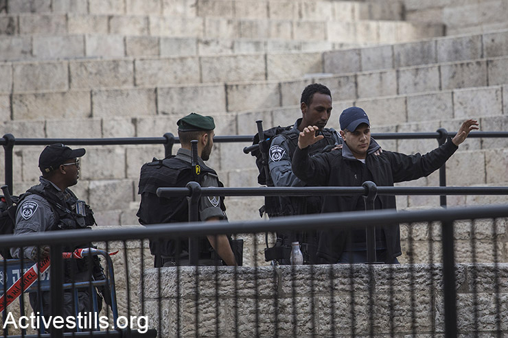 Israeli Border Police search a Palestinian youth at Damascus Gate in Jerusalem's Old City, February 18, 2016. (Activestills.org)