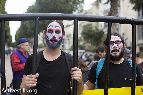 Israeli activists demonstrate on Purim in support of Israeli conscientious objectors, March 24, 2016. (photo: Oren Ziv/Activestills.org)