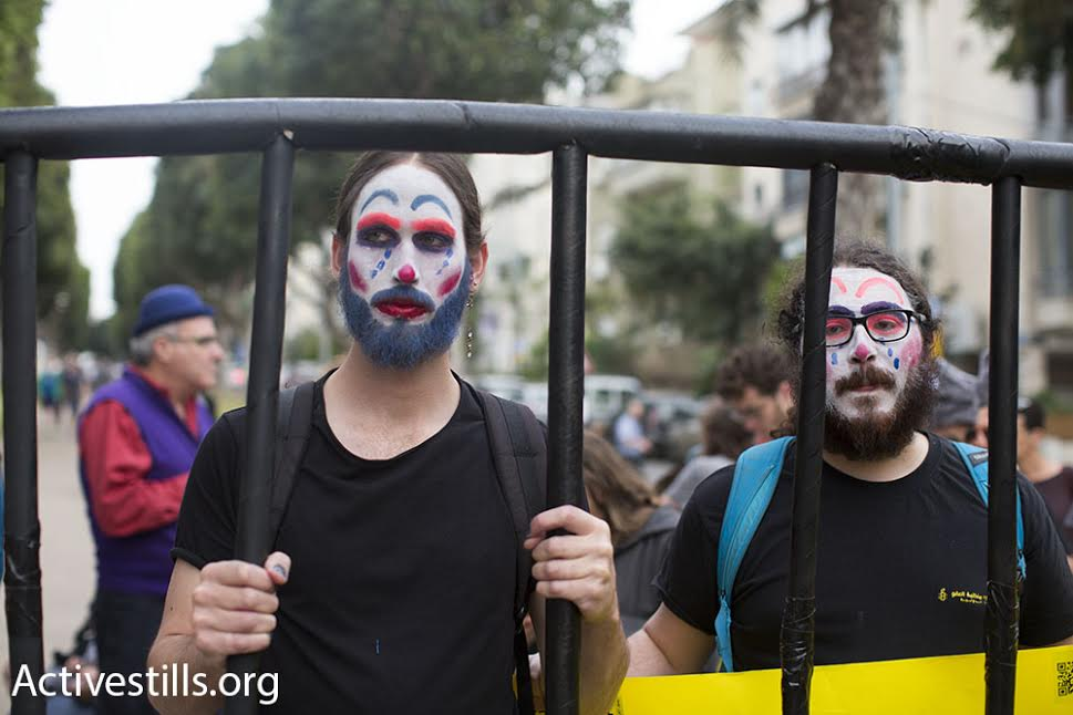 Israeli activists demonstrate on Purim in support of Israeli conscientious objectors, March 24, 2016. (photo: Oren Ziv/Activestills.org)