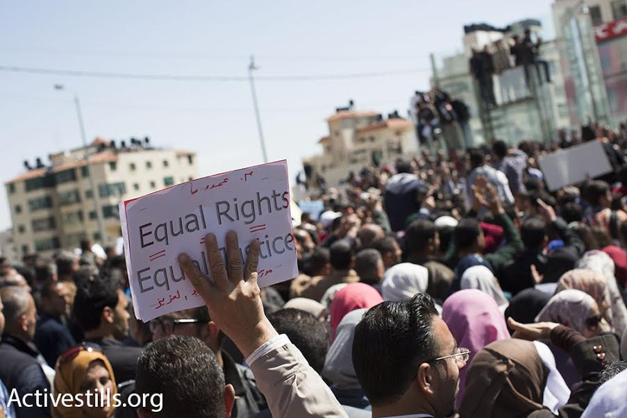 Thousands of Palestinian teachers march to the Palestinian Authority's government offices to demonstrate against low salaries, Ramallah, West Bank, March 7, 2016. (photo: Oren Ziv/Activestills.org)
