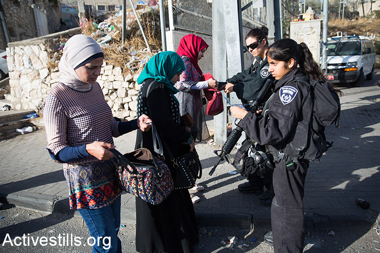 Israeli forces stop Palestinians at an army roadblock in the East Jerusalem neighbourhood of Ras al-Amud, on October 15, 2015. Israel set up checkpoints in the Palestinian neighbourhoods of east Jerusalem and mobilised hundreds of soldiers as a collective punishment after recent attacks by Palestinians. (Activestills.org)