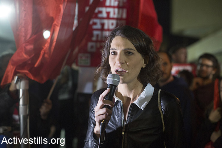 Yuli Novak speaks during a protest against the recent incitement against Breaking The Silence organization and other left-wing NGOs, Tel Aviv, December 19, 2015.  (Activestills.org)