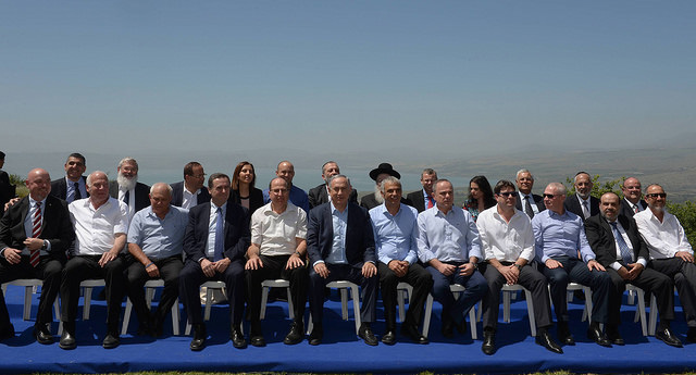Prime Minister Benjamin Netanyahu chairs a special cabinet meeting in the occupied Golan Heights, April 17, 2016. (Amos Ben Gershom/GPO)