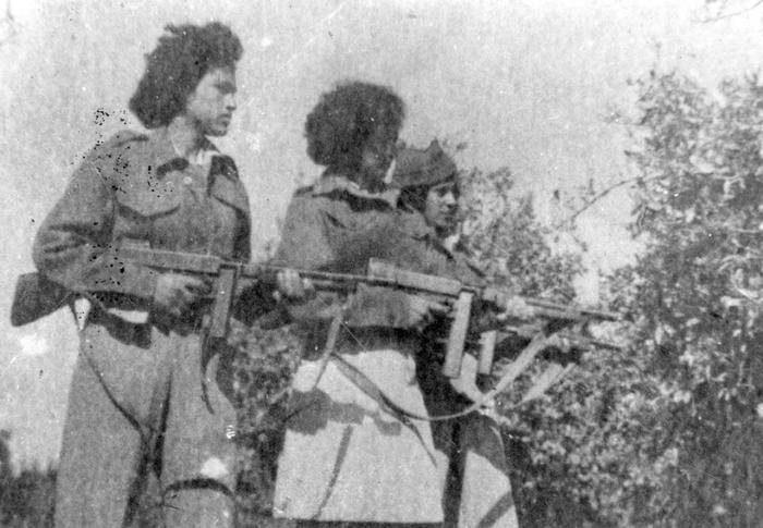 Lehi female fighters in 1948. (photo: Jabotinsky Center)