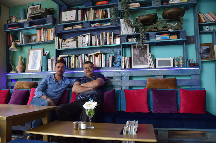 Owner Muhannad Tahhan (right) and German manager of Cafe Sarwa, Ron Kutzner. (Photo by Laura Selz/+972 Magazine)