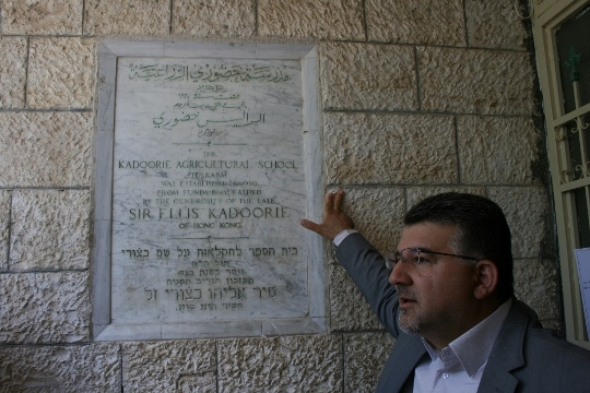 MK Dr. Jabareen standing near the plaque in honor of unviersity founder Ellis Kadoorie (Photo: Haggai Matar)