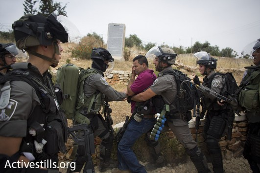 Abdullah Abu Rahmah being arrested by Border Police in Bil'in, May 13, 2016 (Oren Ziv/Activestills)