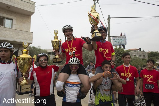 Participants in the Nakba Day bicycle race in Bil'in, May 13, 2016 (Oren Ziv/Activestills)