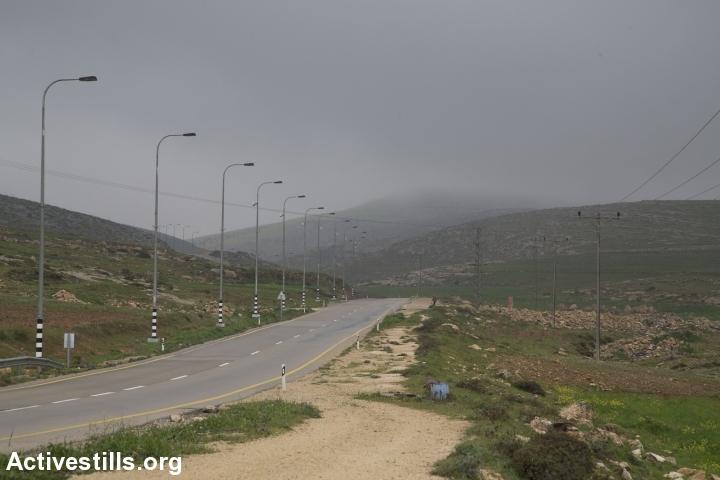 A road leading through the West Bank. (Oren Ziv/Activestills.org)