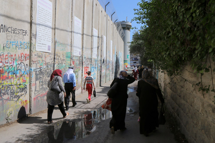 Palestinian worshipers enter the Israeli military's Checkpoint 300 separating Bethlehem and Jerusalem on their way to pray at Al-Aqsa Mosque for the second Friday of Ramadan, June 17, 201-. (Ahmad Al-Bazz/Activestills.org)
