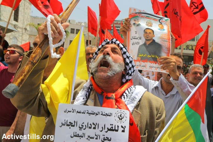 Palestinians take part in a protest in solidarity with the Palestinian prisoner Bilal Khaled, Nablus, West Bank, June 14, 2016. (photo: Ahmad al-Bazz/Activestills.org)