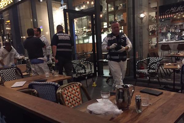 Police investigators at the scene of a terrorist attack in Tel Aviv's Sarona Market, June 8, 2016. (Israel Police Spokesperson)