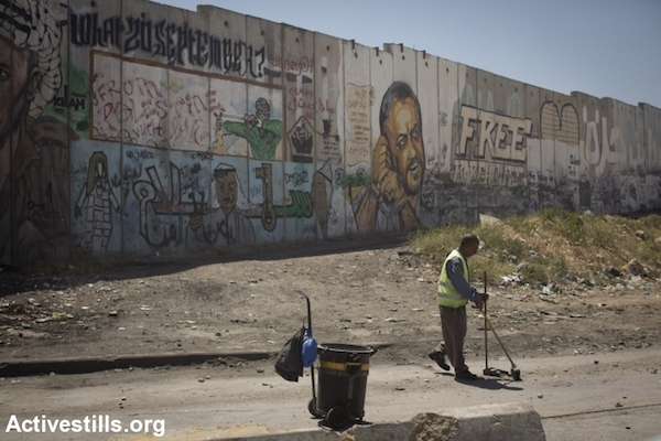 A portrait of Marwan Barghouti on the separation wall near Qalandia checkpoint leading to Jerusalem from Ramallah. (Oren Ziv/Activestills.org)