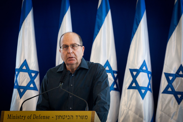 Moshe Ya'alon announces his resignation as Israel's defense minister at IDF headquarters in Tel Aviv, May 20, 2016. (Miriam Alster/Flash90)