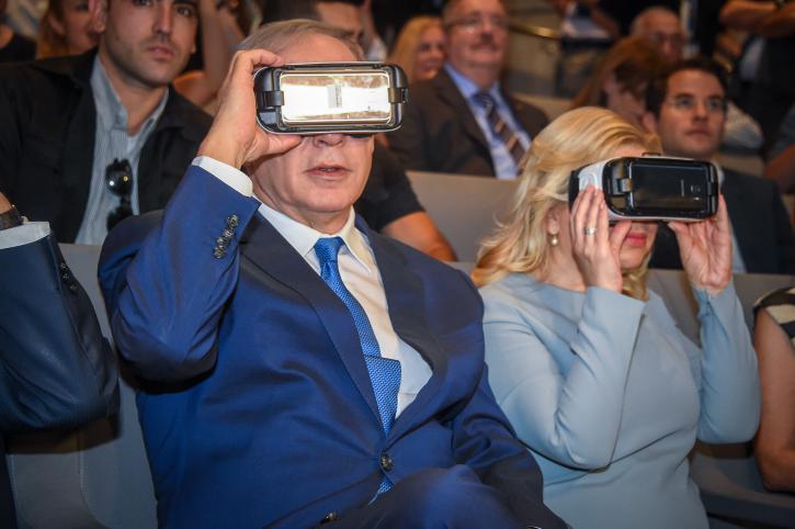 Israel Prime Minister Benjamin Netanyahu and his wife Sarah use virtual reality goggles at an event in Jaffa, July 21, 2016. (Yair Sagi/Pool)