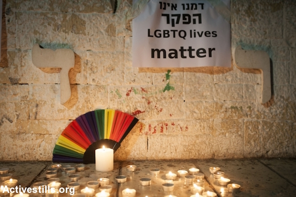 Israeli LGBTQ activists take part in a vigil in solidarity with the victims of the Orlando massacre, in central Tel Aviv, June 12, 2016. (Oren Ziv/Activestills.org)