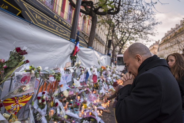A man at a vigil in Paris after the terrorist attack, November 13, 2015. (Frederic Legrand – COMEO / Shutterstock.com)