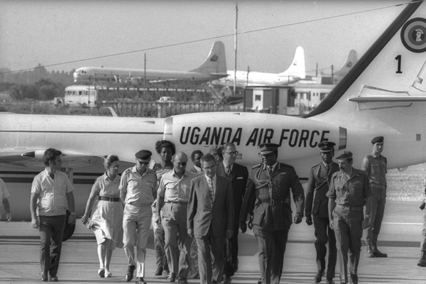 Israeli Foreign Minister Abba Eban and Defense Minister Moshe Dayan welcome Uganda President Idi Amin at Lod International Airport, Israel, 1971. (Fritz Cohen/GPO)