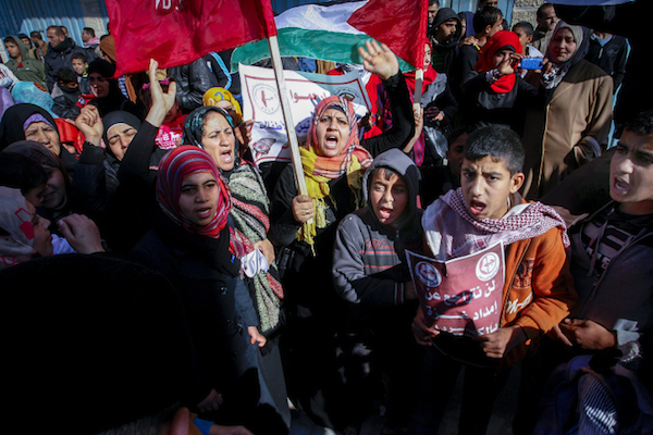Palestinian leftist parties take part in a protest against the power crisis in Gaza, 2015. (Abed Rahim Khatib/Flash90)