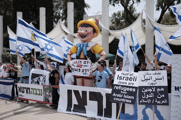 A counter demonstration led by right-wing activists next to a pro-Palestinian rally at Tel Aviv University in May of 2016. (Tomer Neuberg/Flash90)