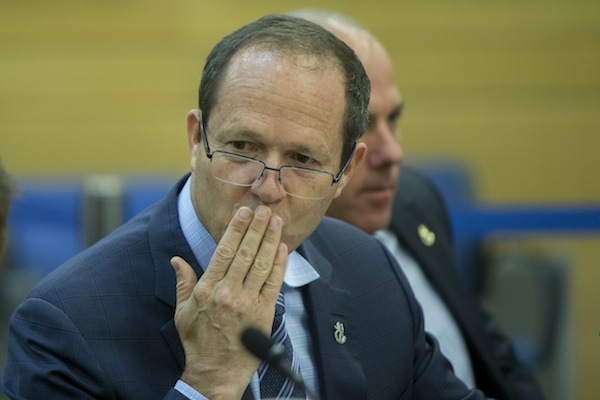 Jerusalem Mayor Nir Barkat attends an Knesset Economics Committee meeting, Jerusalem, August 2, 2016. (Yonatan Sindel/Flash90)