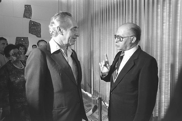 Prime Minister Menahem Begin and Shimon Peres, July 20, 1981. (Herman Chanania/GPO)