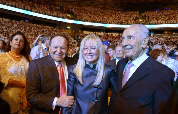 Simon Peres with Sheldon and Miriam Adelson. (Mark Nayman/GPO)