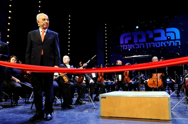 President Shimon Peres attending the gala opening of the revamped Habima Theater, January 22, 2012. (Yossi Zeliger/Flash90)