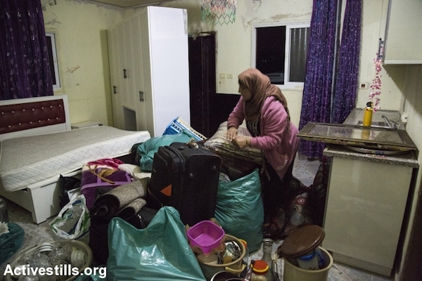 Residents of Umm el-Hiran packed all of their belongings and removed them from their homes in anticipation that Israeli authorities would demolish the village Tuesday morning, Umm el-Hiran, the Negev, November 22, 2016. (Keren Manor/Activestills.org)