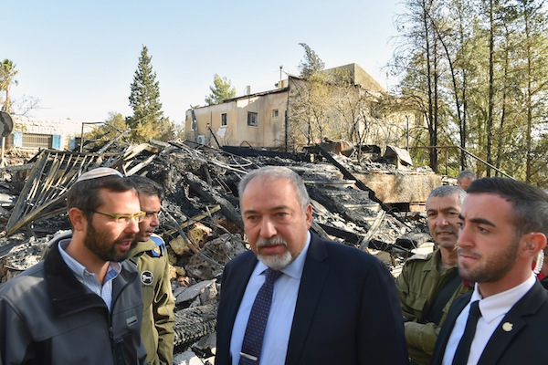 Israeli Defense Minister Avigdor Liberman (C) visits the West Bank settlement Halamish, where a wildfire broke out over the weekend, allegedly due to arson, November 27, 2016. (Ariel Hermoni/Ministry of Defense)