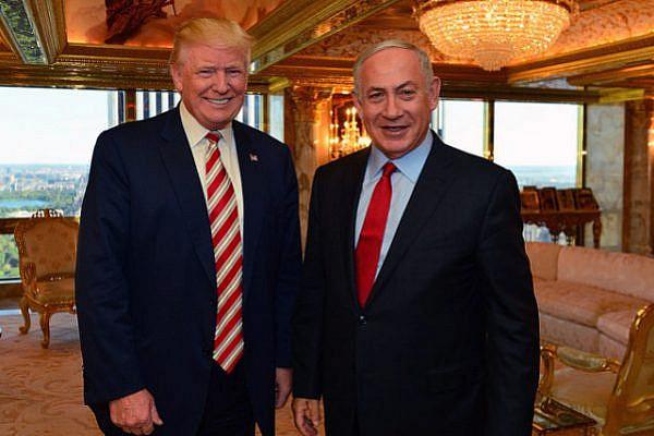 Donald Trump poses for a photo with Israeli Prime Minister Benjamin Netanyahu in New York, September 25, 2016. (Kobi Gideon / GPO)
