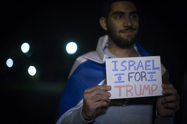 Israelis attend a demonstration in support of then-U.S. Republican presidential candidate Donald Trump, Jerusalem, November 7, 2016. (Hadas Parush/Flash90)