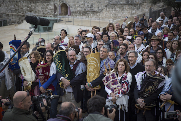 Jewish American leaders march on the Western Wall to protest the government reneging on an agreement to create an egalitarian prayer space, Jerusalem, November 2, 2016. (Hadas Parush/Flash90)