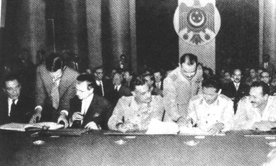 Egyptian President Gamal Abdel Nasser signing the treaty for the evacuation of British troops from Egypt, October 19, 1956.