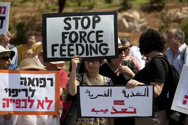 Israeli physicians protest against the 'Force-feeding Law' outside the Knesset, Israel's legislature, Jerusalem, June 16, 2014. (Flash90)